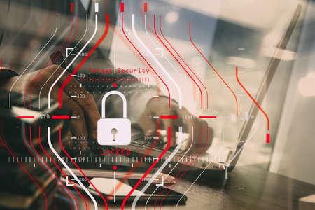 一般的なデータ保護規制 (GDPR) とセキュリティの概念.Computer Halogram は、すべてのネットワークの動作とテクノロジを備えたスマートフォンで成功を