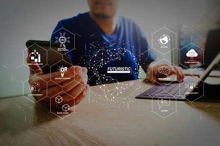 Futurista en Industria 4.0 y diagrama virtual empresarial con Ai, asistente de robot, Cloud, big data y automatización. diseñador que usa la tableta digital de la base del teclado y del teléfono inteligente. Conexión de red mundial.