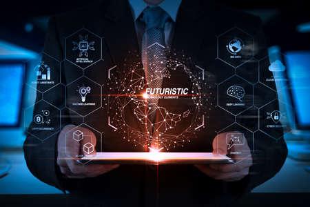 業界4.0の未来的な、Ai、ロボットアシスタント、クラウド、ビッグデータと自動化を備えたビジネス仮想図。デジタルタブレットコンピュータで働く成功ビジネスマン手。 写真素材 - 105070456