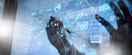 コーディングソフトウェア開発者は、スクラムアジャイル開発の拡張現実ダッシュボードコンピュータアイコンと、応答性の高いサイバーセキュリティを使用したコードフォークとバージョン管理を行います。ビジネス チームミーティングプレゼント。 写真素材 - 107916072