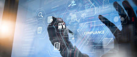 規制、法律、基準、要件、作業チーム会議の概念 audit.co、現代オフィスでのスマートフォンとデジタルタブレットとラップトップコンピュータを使用してビジネスマンのためのコンプライアンス仮想図 写真素材 - 107916074