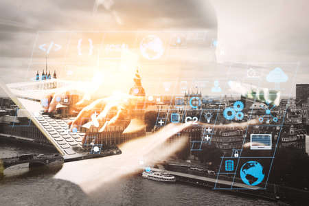 コーディングソフトウェア開発者は、スクラムアジャイル開発とコードフォークと応答性の高いサイバーセキュリティとのバージョン管理のAR新しい