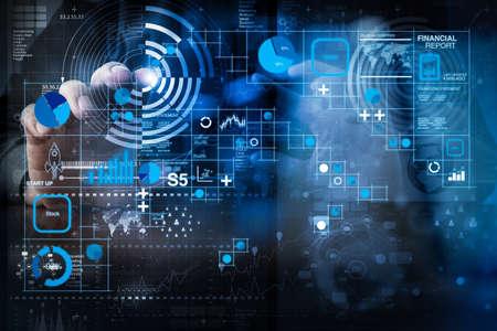 Fintech concept.manが現代の技術とデジタルビジネス戦略を手作業にした事業運営の財務報告書データ(バランスシートおよび損益計算書および図) 写真素材 - 107980208