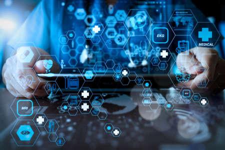 フラットラインARインターフェースを備えたヘルスケアと医療技術サービスのコンセプト。医学のネットワークの概念として現代のコンピュータインターフェイスと働く医学の医者手 写真素材 - 107981087
