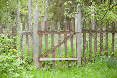 old wooden fence with a gate Stockfoto