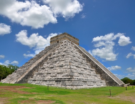 Chichen Itza Pyramid, Wonder of the World, Mexico, yucatan Stock Photo - 10200609