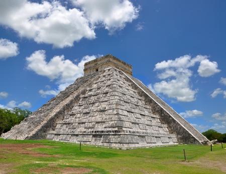 Chichen Itza Pyramid, Wonder of the World, Mexico, yucatan photo