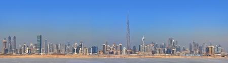 Verenigde Arabische Emiraten: Panorama Dubai stad. Centrum van de stad, wolkenkrabbers Sheikh Zayed Road. verenigde arabische emiraten Redactioneel