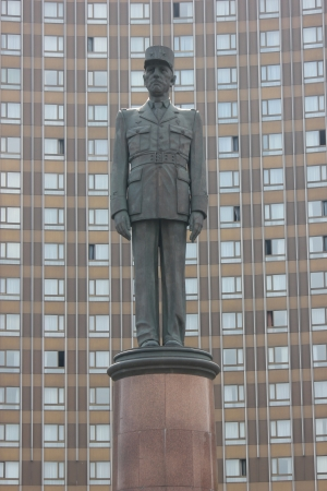 charles de gaulle: A monument to Charles de Gaulle near the Hotel  Cosmos  in Moscow