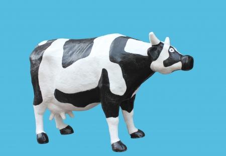 fibreglass: fibra de vidrio modelo agradable de una vaca con manchas negras y blancas en un fondo azul