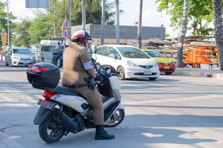 Pattaya, Thailand - May 22, 2019: Police stopped motorcyclists in the street in Pattaya. Redactioneel