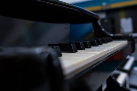 Piano close up. Black and old piano keys Фото со стока