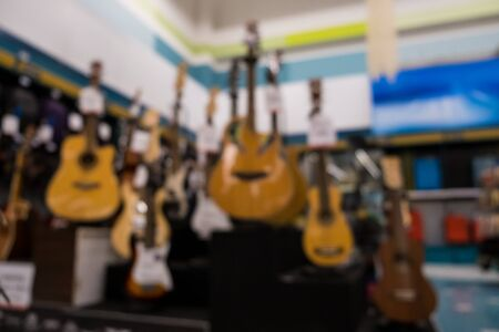 Blur Abstract Background Guitars in music shop. Banque d'images - 129208169
