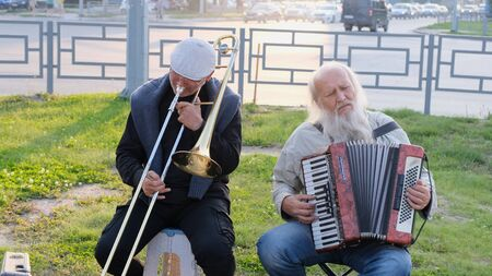 Nizhnevartovsk, Russia - August 25, 2019: street musicians play the button accordion and trumpet. Stockfoto - 133326436