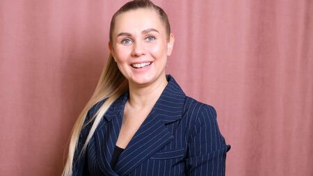 Best portrait of a blonde woman age 35. Run your company with confidence Imagens