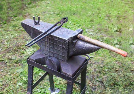 anvil: blacksmith anvil. blacksmith anvil with a hammer and tongs Stock Photo