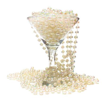 perlas: C�liz de collar de cuentas blancas perlas de cristal y alrededor de ella Foto de archivo