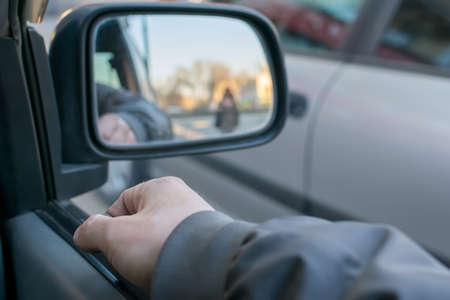 a man's hand on the car door Imagens
