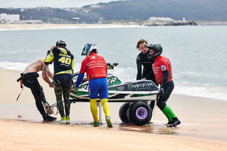 Professional jet ski riders compete at the IFWA World Tour Jet Ski Championship. Contestants perform tricks for judges in the waves. Freeride World Championship IFWA. 27.04.2018, Nazare, Portugal Banque d'images - 139965175