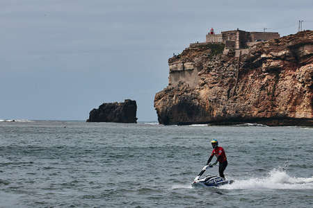 Professional jet ski riders compete at the IFWA World Tour Jet Ski Championship. Contestants perform tricks for judges in the waves. Freeride World Championship IFWA. 27.04.2018, Nazare, Portugal Banque d'images - 139965236