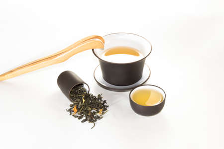 rape: snuff cup with green, flower tea, gaivan and a tea cup on a white background 茶瓯