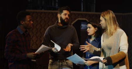 Medium shot of actors and actresses arguing during rehearsal in a theater Foto de archivo - 115438054