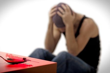 drogue: addict seringues et des m�dicaments, assis