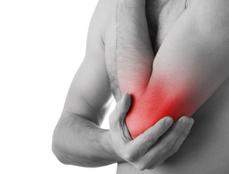 douleur epaule: jeune homme tenant son coude dans la douleur, isol�
