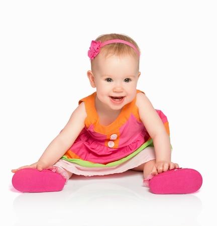 乳幼児: 幸せな小さな女の赤ちゃん、白い背景で隔離された明るい多色お祝いドレス