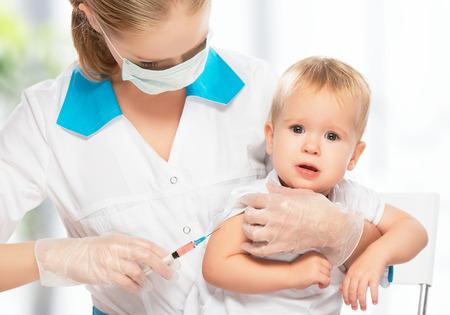 医者は注入子ども予防接種赤ちゃん