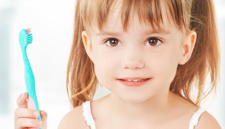 dental hygiene. happy little girl brushing her teeth Stockfoto