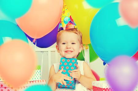 Children celebrating birthday Standard-Bild