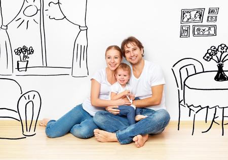 Concept familie: Gelukkige jonge familie in het nieuwe appartement droom en plannen interieur Stockfoto