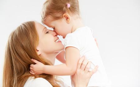 mother and daughter: madre de familia feliz y bebé niño abrazando y besando a hija Foto de archivo