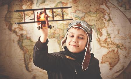valise voyage: enfant garçon adolescent rêve de devenir un pilote et un voyage aviateur