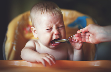 breakfast bowl: baby cry, capricious, refuse to eat is not hungry