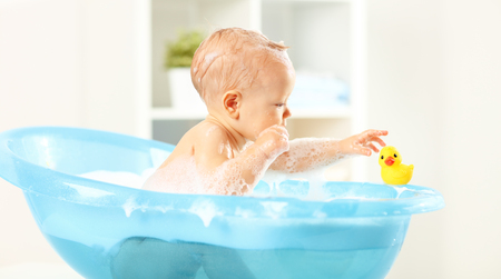 A Happy toddler bathing in bathtub Imagens