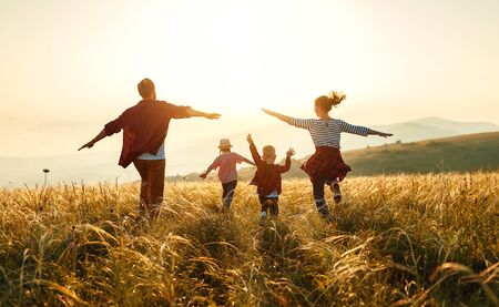 Happy family: mother, father, children son and  daughter on nature  on sunset 免版税图像 - 127877169