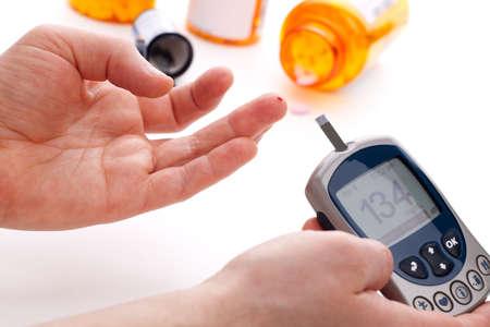diabetes: Diab�ticos est� haciendo un nivel de glucosa en sangre dedo Foto de archivo