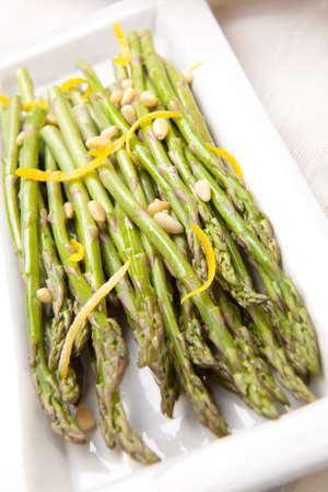 Asparagus with lemon sauce and pine nuts