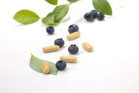 Bilberry extract pills and fresh berries and leaves best suited for alternative medicine ads Zdjęcie Seryjne
