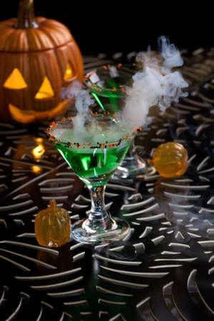 verm�: Primer plano de la bruja de la Sangre de Martini, vodka, ginebra, vermut, licor - Halloween serie de bebidas