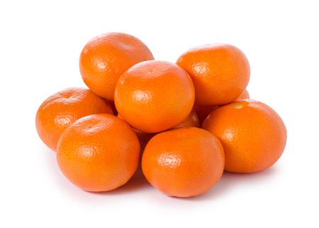 Mandarines mandarijncitrusvrucht op witte isolatie als achtergrond