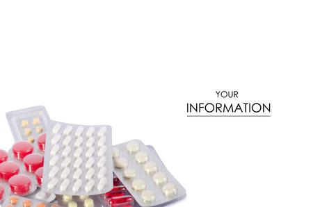 Pastillas de medicina sobre un fondo blanco aislamiento del termómetro electrónico