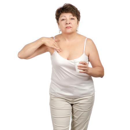 Schöne Frau im Alter von Gesicht Falten Creme Pflege Schönheit Dekolleté isoliert auf weißem Hintergrund.