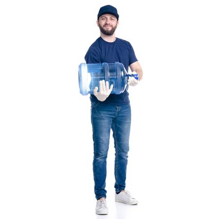 Repartidor de agua en camiseta azul y gorra aislado sobre un fondo blanco. Foto de archivo
