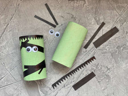 kids craft how to make a scary cute Frankenstein for Halloween. Standard-Bild
