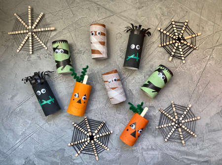 scary characters for Halloween, childrens craft from toilet paper roll. Zdjęcie Seryjne