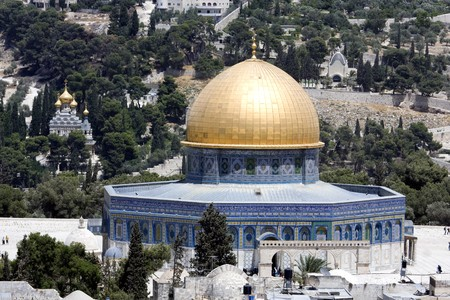 jehovah: Temple mountain in Jerusalem - dome of the rock