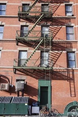fire bricks: New York City building in Midtown Manhattan